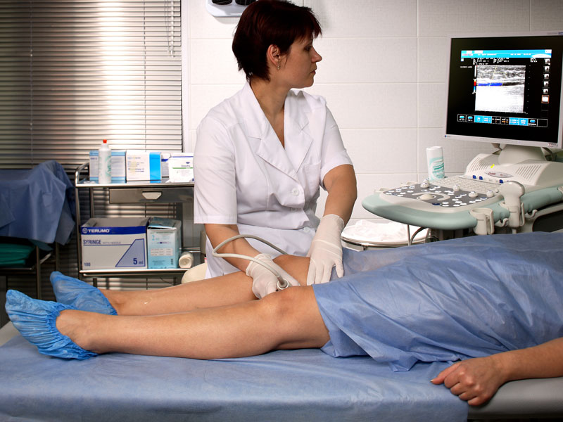 Еще один метод диагностики – допплерография, которая позволяет оценить особенности кровообращения в проблемной зоне.