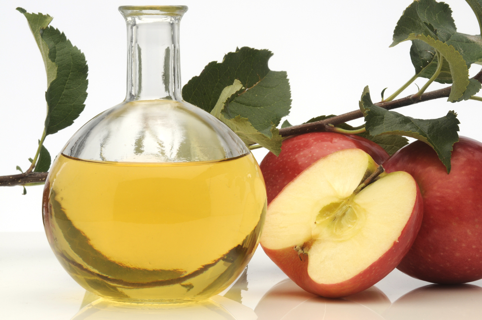 Яблочный уксус при варикозе: как и зачем принимать?